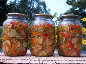 Салат «Нежинский» из огурцов на зиму с морковью по-корейски и болгарским перцем