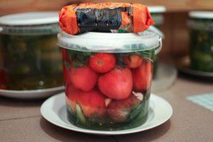 Соленые помидоры из фляги или бочонка