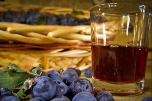 Традиционное вино из сливы в домашних условиях