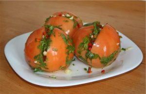 Фаршированные красные помидоры на зиму